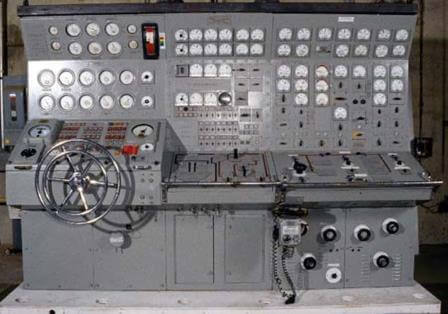 A nuke boat maneuvering room